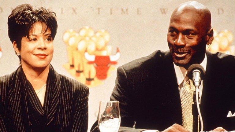 Майкъл Джордан и Хуанита След 27 години брак Майкъл Джордан се раздели със съпругата си Хуанита като й изплати 168 млн. долара.