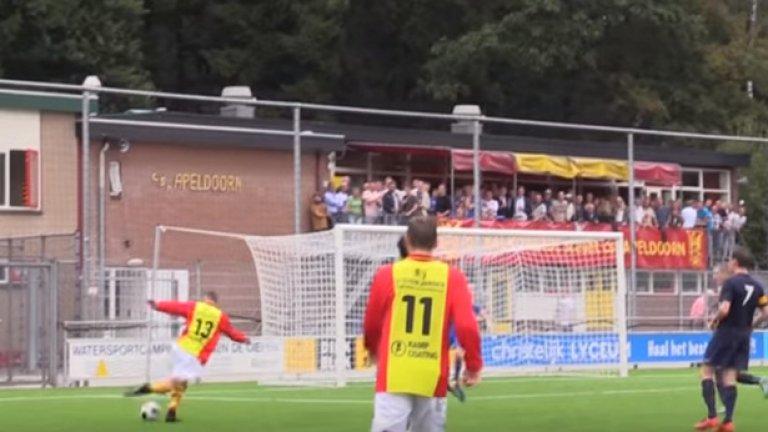 Рабоната, която плени футболния свят (видео)