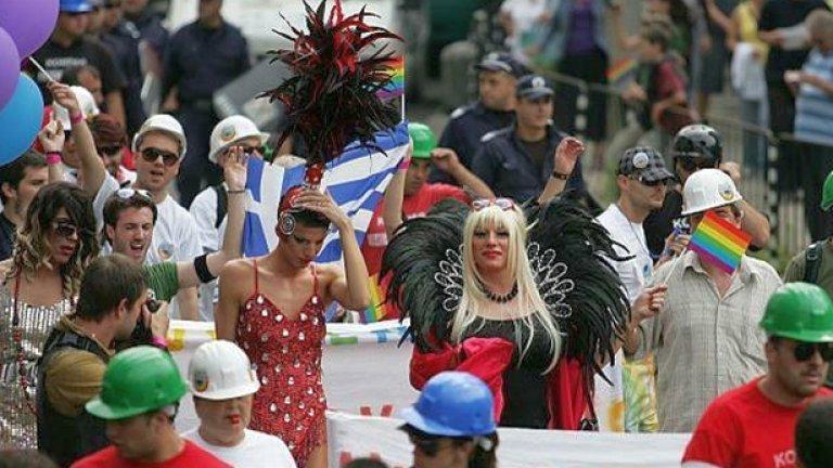 Въпреки протестите на националистите няколко часа по-късно гей парадът все пак започна