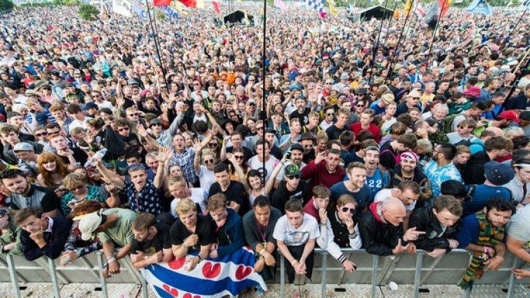 Тълпата на феста е съвсем разнородна - всяка година около там отиват около 177 000 души, а тази година броят им е около 200 000