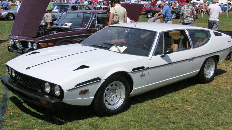 Lamborghini Espada Espada е единственият четириместен модел на Lamborghini, който не е SUV. С 3,9-литров V12 двигател и 321 коня, моделът е доста впечатляващ за 70-те години на 20 век. Тази кола също е дело на легендарния Марчело Гандини, дизайн бащата на Miura и Countach. Може да изглежда малко особено, но би било много елегантно да го шофираме по улиците на Ел Ей.