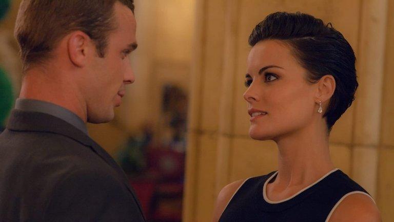 """""""Broken Vows""""  Когато Тара (Джейми Алекзандър) среща на моминското си парти Патрик (Уес Бентли), го намира за очарователен. Флирт и авантюра за една нощ не вреди на никого, нали?! Особено ако никой не научи за това, та било то и точно преди сватбата. Това не е от случаите, които отминават тихо обаче."""