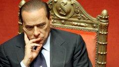 Финансовите проблеми на Италия са съпроводени от политически трудности за правителството на Силвио Берлускони, в което възникнаха разногласия по програмата за строги икономии