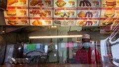 """Според икономистите се задават месеци, в които бизнесът ще е """"нито жив, нито умрял"""""""