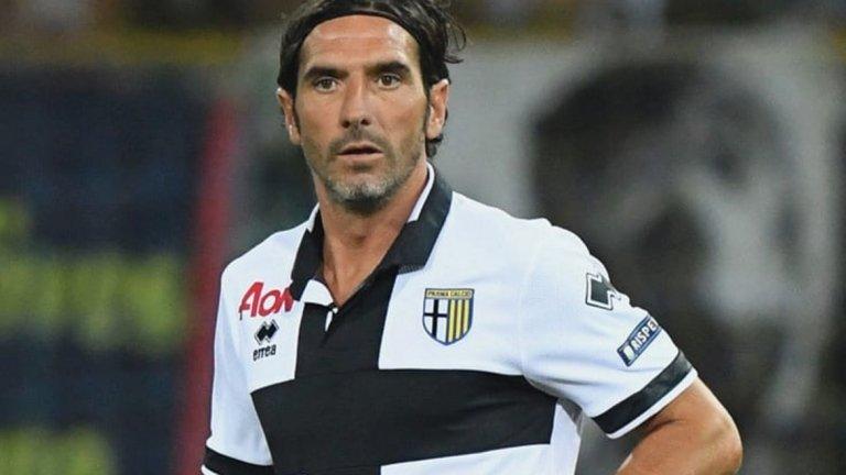 """Алесандро Лукарели  Лукарели помогна на Парма да се върне в елита, а в негова чест от клуба ще извадят от употреба фланелката с номер 6. Той прекара 10 години при """"пармалатите""""."""