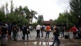 Журналисти в близост до имението на Марадона в предградието Тигре.