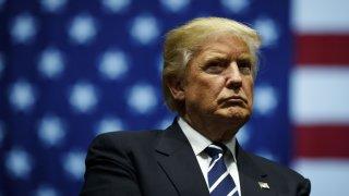 Времето на действащия президент тече, а той се старае да го оползотвори максимално, пречейки всячески на щатите да удостоверят крайните резултати от вота
