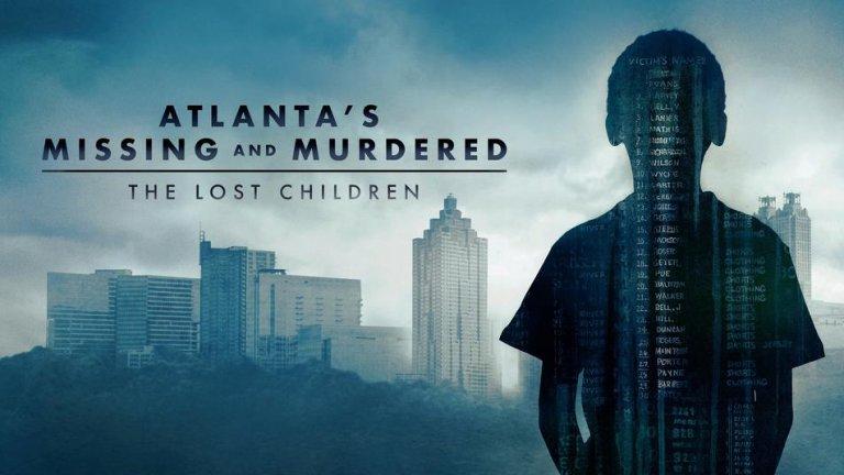 Atlanta's Missing and Murdered: The Lost Children Едни от най-тежките истории са тези за престъпления срещу деца. Още по-тежки са те, когато реално остават без отговор и без наказани. Тази документална поредица на HBO предлага нов поглед към трагичните събития около отвличането и убийствата на поне 30 афроамерикански деца и младежи, случили се между 1979-а и 1981 г. в щата Атланта. Сериалът разглежда редица интересни въпроси, включително и за Уейн Уилиамс - 23-годишният (тогава) млад мъж, който е арестуван и осъден за две от убийствата. Но наистина ли той е човекът, отговорен за всички тези изчезвания? Защото разследването очевидно допуска много, много грешки.