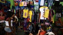 Вносните дрехи са търсени и на черно