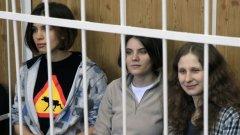 В затвора Надя, Катя и Маша (отляво надясно) станаха знаменитости, но откакто излязоха за тях стана сложно