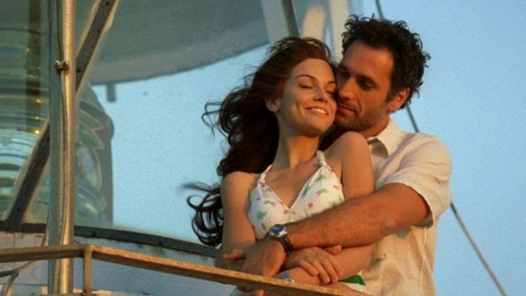 """""""Извинявай, но ще те наричам любов"""" / Scusa ma ti chiamo amore Една от наистина забавните италиански романтични комедии. В главната роля е Алекс Бели - 37-годишен рекламист и прясно изоставен от приятелката си, след като й предлага брак. След сиво ежедневие и мрачни настроения съдбата го сблъсква с Ники и тя започва да го кара да се чувства отново жив. Големият проблем обаче е, че Ники е на 17, а Алекс трябва да избере между това, което е прилично и което говорят приятелите му, или да послуша собствените си желания. Филмът повдига много въпроси - Има ли правила в любовта и може ли да се командват чувствата според това желанията на околните? Кое е позволено, кое забранено? И има ли забрани в любовта?"""