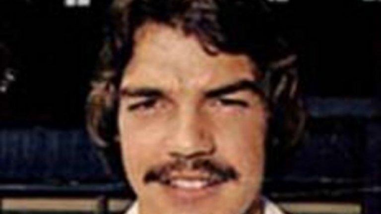 За да прекара три години в Престън Норт Енд (1986-89), а после отново да се върне в същия тим през 1992 г.