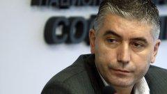 Антон Генов е директор на ОДБХ - София от 2011 г., а преди това беше началник на Софийската ветеринарномедицинска служба.