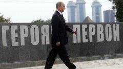 Путин категорично се противопоставя на Европейския съюз - за него разширението на изток на блока е навлизане в традиционната сфера на влияние на Русия. Основната част от крайната европейска десница междувременно възприема ЕС като също толкова тежък хегемон