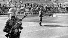 Преди 45 години, в едни сложни времена за онзи регион, се роди легендата за човека, който не подаде ръка на Аугусто Пиночет.