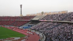 Международният стадион в Кайро винаги се разделя на две, когато играят Ал-Ахли (червените) и Замалек (белите)