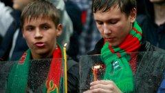 Скръбта след трагедията обедини феновете в Русия...