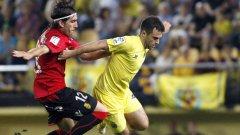 """Джузепе Роси успя да се измъкне от защитниците на Майорка при отбелязването на първия гол на """"Ел Мадригал"""""""