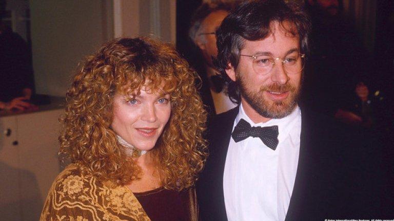 """Стивън Спилбърг и Ейми Урвинг Разводът на Стивън Спилбърг и Ейми Урвинг през 1989-та представлява делото на годината. Актрисата от """"Кери"""" си тръгва със 100 млн. долара, след като съдията отсъжда, че предбрачният договор на двойката, написан на салфетка, е нищожен."""