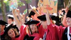 Един път! Само един път ти се случва! Един път се раждаш, веднъж се целуваш за първи път, веднъж ти е за първи път, само един път те приемат в университета!