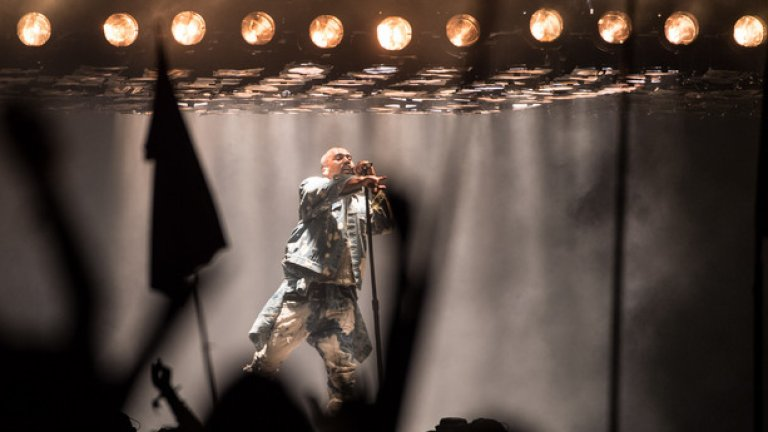 """Кание Уест твърди, че е най-големият жив изпълнител. Нескромно и дразнещо, наистина, но предвид множеството му различни проекти – от Sia до сър Пол Маккартни, и постоянното задържане на челни нива в класациите, нищо чудно скоро рапърът да пусне на пазара нов албум. Заглавието ще е """"SWISH"""""""