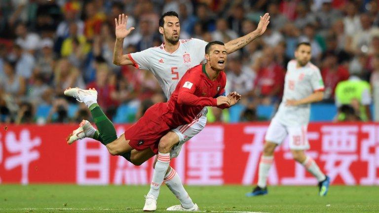 1. И двата тима няма да имат проблем с излизането от групата  Преминаването на групата изглеждаше сигурно и за Испания, и за Португалия още преди да се изиграят първите мачове. Но след постната продукция, предложена от Мароко и Иран по-рано вчера, фаворитите в групата най-вероятно ще подходят още по-уверено към следващите си мачове. Класата на иберийските тимове е съвсем различна от тази на техните съперници и единственият въпрос е кой ще успее да грабне първото място в група B.