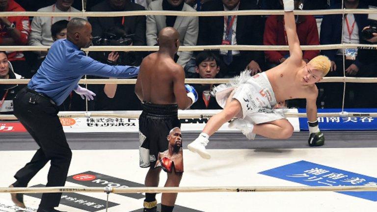 Японецът не можеше да се задържи на краката си под мощния дъжд от десни крошета на Флойд
