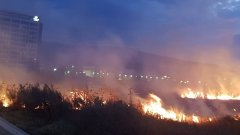 Екипите на пожарната цяла нощ са били дежурни на мястото на инцидента