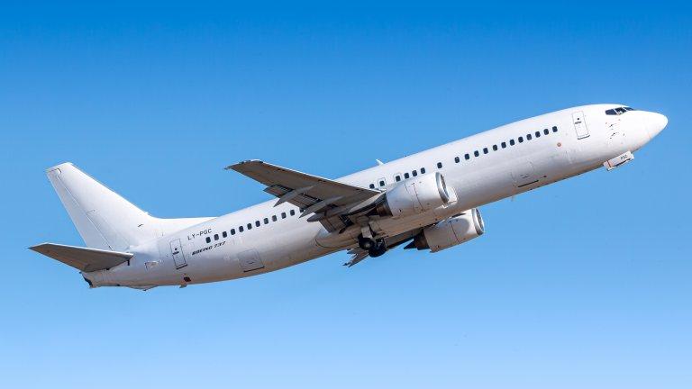 """За момента няма точна информация какво се е случило със самолета, модел """"Боинг 737-500"""""""