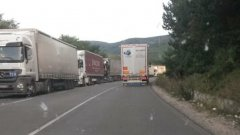 Беше въведена мярка от 14 до 22 часа в петък и неделя товарните автомобили да не се движат