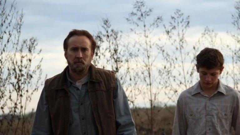 """""""Джо"""" (11 април) Новините за това, че кариерата на Никълъс Кейдж е приключила, изглеждат леко преувеличени. Да, той участва в един от най-отвратителните филми на годината -""""Изоставени"""", но ни припомни стария Кейдж във филма на режисьора Дейвид Гърдън Грийн """"Джо"""". Там Кейдж играе ролята на относително благ бивш затворник с пристъпи на агресия, който се сприятелява с бедно 15-годишно момче (Тай Шеридън), чийто баща е насилник и алкохолик (Гари Поултер). Атмосферата, която филмът създава, е богата, изпълнена със страх, а изпълненията на Кейдж, Шеридън и Поултeр (истински бездомен алкохолик, който, за съжаление, умира скоро след края на снимките), са страхотни."""