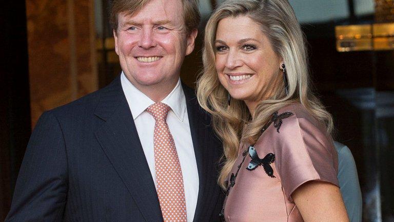 """Крал Вилем-Александър и кралица Максима  Междувременно нидерландският крал Вилем-Александър все още служи като търговски пилот на самолет на KLM - """"Кралска авиационна компания"""" (бивша национална компания на Нидерландия, от 2004 г. дъщерна на Air France-KLM)."""