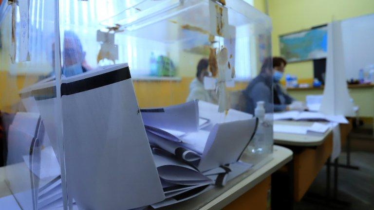 От избирателната комисия предупреждават, че преброяването върви бавно