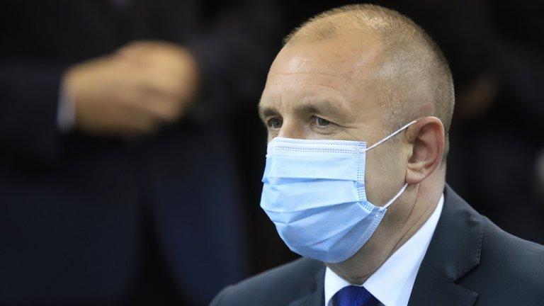 Той посети Института по молекулярна биология към БАН, след което коментира пред журналисти скандалите в левицата и смяната на началника на кабинета му Калоян Методиев