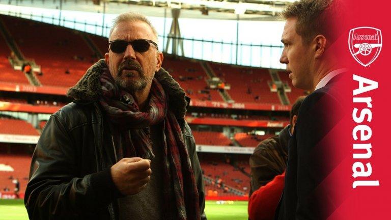 """През 2014 г. Кевин Костнър посети стадиона на Арсенал като част от промоцията на филма си """"Престъпник"""". Актьорът разказа как се е запалил по """"топчиите"""" след посещение на един мач и призна, че не е най-информираният привърженик, но все пак следи тима. Той беше решен да включи Арсенал в сюжета на филма, но от клуба не са били особено очаровани от идеята заради насилието в сюжета."""