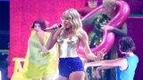 Тейлър Суифт по време на изпълнението й на тазгодишните MTV Video Music Awards (MTV VMAs), на които получи наградата за най-добър клип.