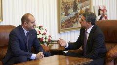 Плевнелиев и Радев ще водят консултации за служебен кабинет