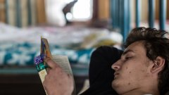 Не всеки, рано или късно, ще открие удоволствието от четенето, за съжаление. Двадесет и пет процента от българите нямат достъп до книги. Тази част от статистиката на изследването на читателските практики е плашеща.