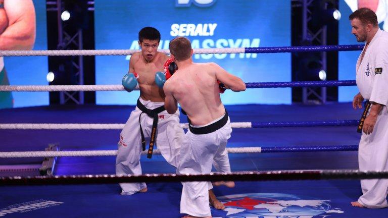И двамата бойци са на 20-годишна възраст, като при Юзеир отива преимуществото да е по-висок. Българинът е 186 см, докато шампионът на Казахстан е висок 172 см.