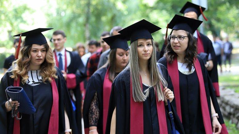 Очаква се спад на българите, които завършват висше образование