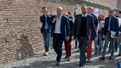 Водещите италиански журналисти Джанлуиджи Нуци и Емилияно Фитипалди, които изнесоха данни за злопотребата на Ватикана с пари и власт,бяха оправдани от съда