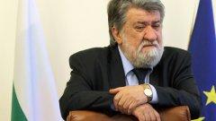 Министърът поиска половинчато извинение от Георги Петров
