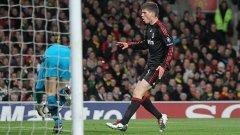 """Клаас Ян Хунтелаар не можа да се разпише срещу Манчестър Юнайтед с фланелката на Милан, но може би ще има шанс да бележи за """"червените дяволи"""", ако бъде разменен с Бербатов"""