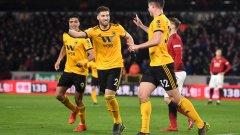 Играчите на Уулвс празнуват автогол на Смолинг, който съвсем закопа Юнайтед и причини загубата
