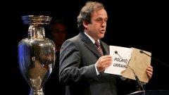 Президентът на УЕФА Мишел Платини обявява през 2007 г., че Полша и Украйна печелят домакинството на Евро 2012