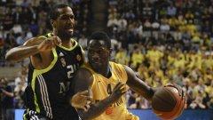 Баскетболистите на Реал (в тъмни екипи) не успяха да стигнат до финал в Евролигата