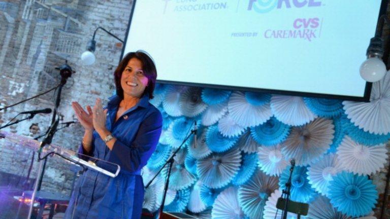 Хелена Фоулкс   Настояща длъжност: Президент на фармацевтичния отдел и изпълнителен вицепрезидент на CVS Health  Фоулкс участва в надпреварата за оперативен директор на Uber, но в крайна сметка се отказа от нея. Когато обаче става въпрос за новата длъжност, Фоулкс може да промени мнението си.  Тя работи в CVS от 25 години, помагайки на компанията да се превърне в огромна фармацевтична верига. В една от предишните си роли в аптечната верига, тя ръководи маркетинговите дейности. Това е област, в която Uber определено се нуждае от помощ, тъй като компанията се стреми да възроди отношенията си както с водачите, така и с клиентите.