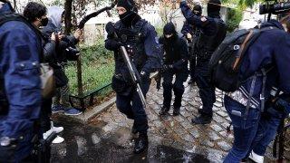 Полицията разследва възможна терористична атака
