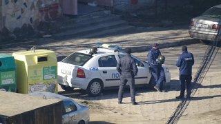 """Полицията е блокирала са всички изходи на махалата """"Предел"""""""