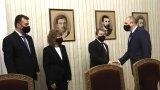 Президентът Румен Радев изтъкна при срещата си с представителите на партията на Слави Трифонов, че в момента е нужно отговорно правителство с устойчива подкрепа в парламента